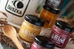 kubek-z-logo-miodu-szuszka-pasieka-dla-pszczelarza-miodki-7ml-smakowe